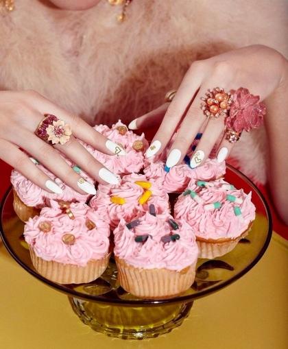 pills and cake